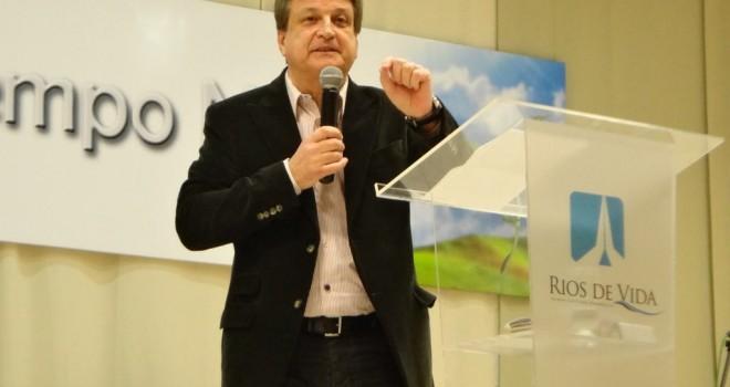 Pastor Daniel Trovato hablando sobre la familia