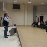 Pastor Julio Lázaro anunciando próxima vigilia unida de jóvenes quilmeños